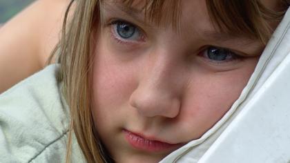 Ein trauriges Mädchen (c)Domaris, www.pixelio.de